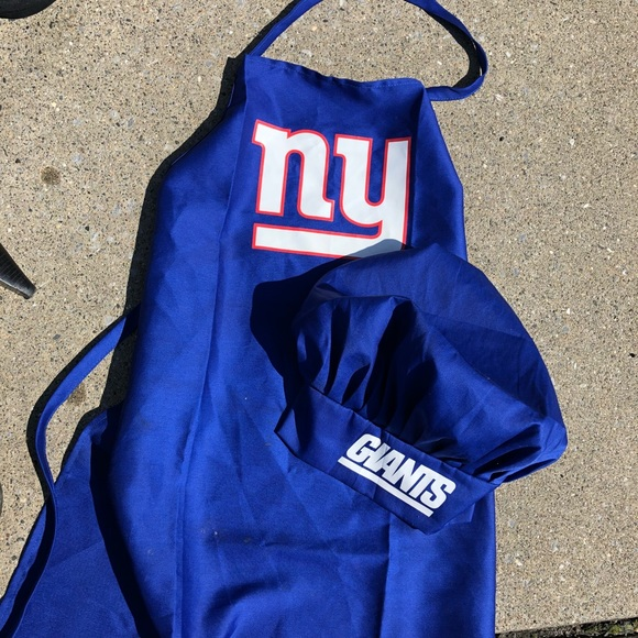 9cade9e4 New York Giants cooking apron and chef hat